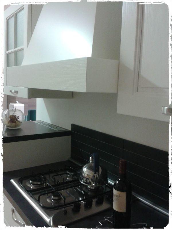 House design arredamenti occasione cucina con ante in for Design d occasione