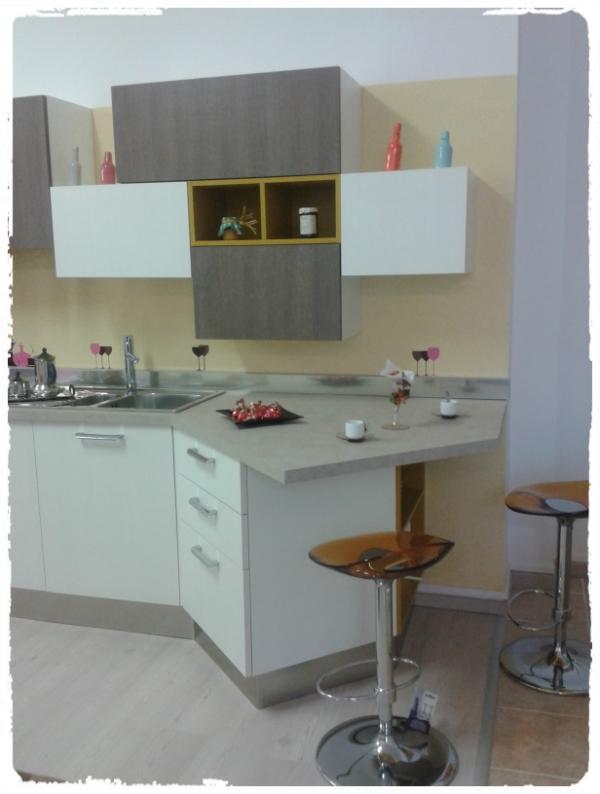 House design arredamenti occasione cucina componibile for Design d occasione
